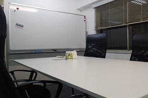 ちかりな法務事務所の相談室です。いつもここでお客様とお話しています。
